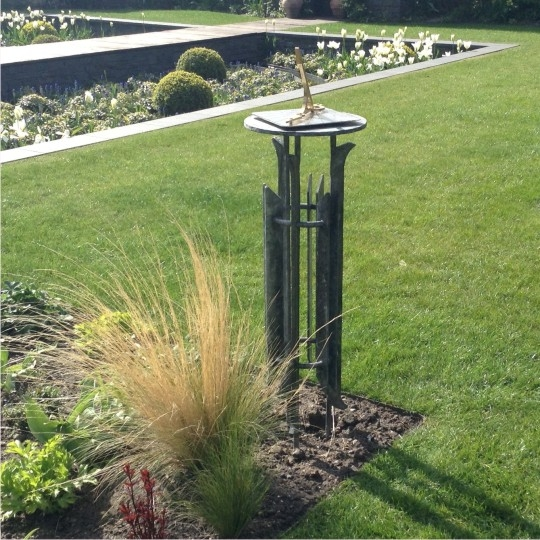 HOURDIAL SUNDIAL AND STAND IN GARDEN