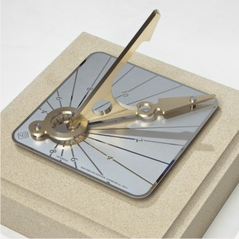 Reading the time on a sundial