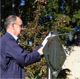 Setting up the Solar Time garden sundial
